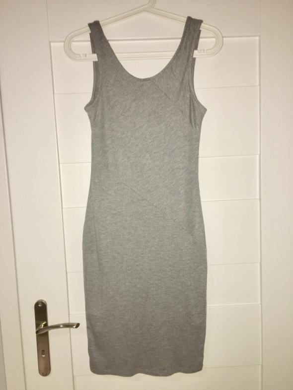 Obcisła sukienka z wyciętymi plecami reserved XS...