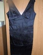 Elegancka czarna sukienka z dekoltem