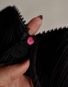 Czarno różowy biustonosz