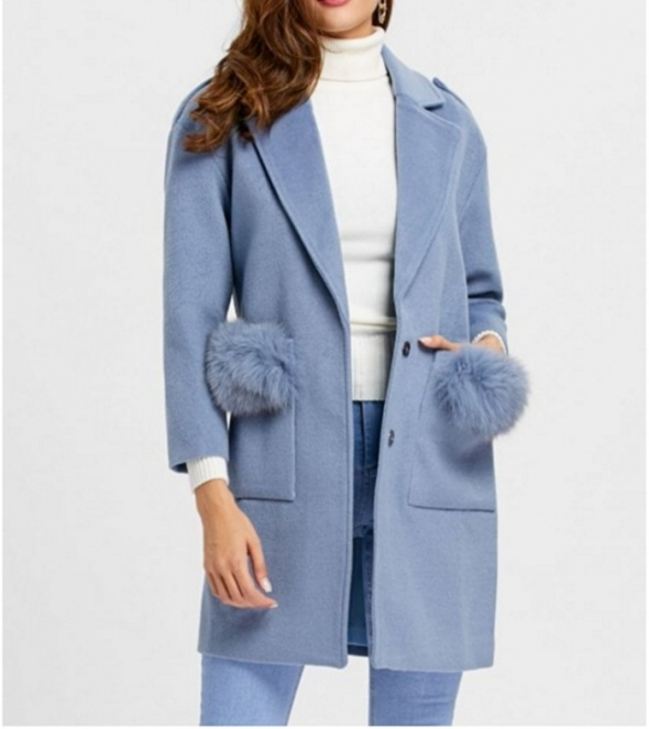 płaszczyk z futerkiem na kieszeniach