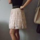 pudrowa spódnica koronkowa