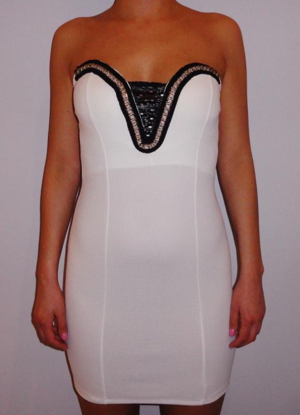 2b2990ad13 Ołówkowa biała sukienka łańcuszek skóra s m w Suknie i sukienki ...