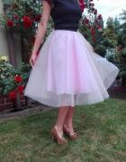 Piękna tiulowa spódnica z koła na kole róż