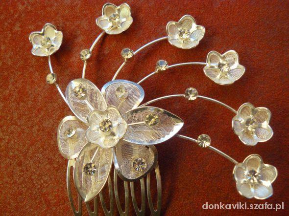 Dodatki ślubne śliczny grzebyk kwiatki cyrkonie