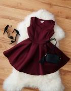 bordowa rozkloszowana sukienka na wesele...