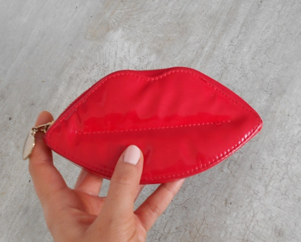 Portfele Cropp portfelik usta czerwone