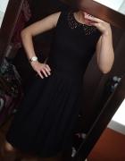 Czarna rozkloszowana sukienka...