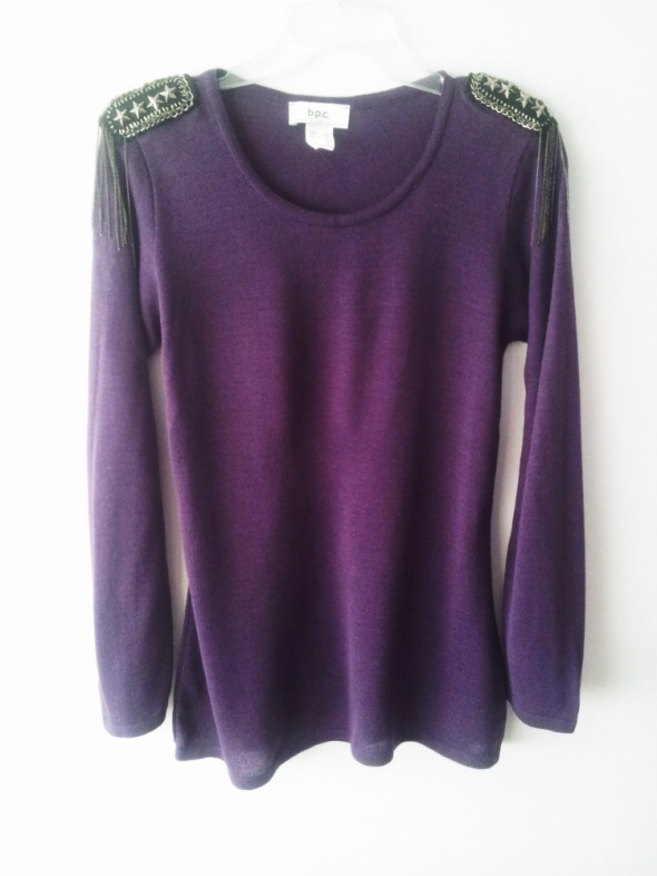 Swetry Fioletowy sweterek z pagonami na ramionach