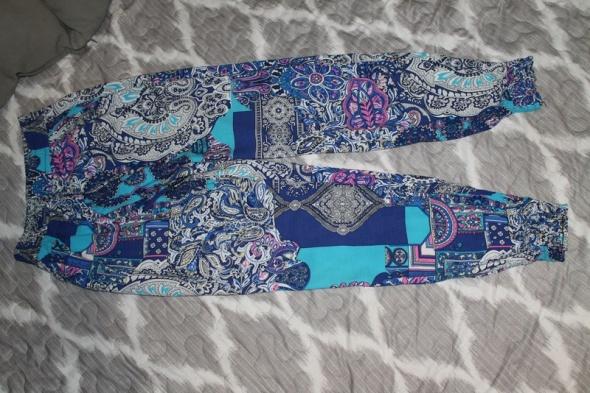 Wzorzyste niebieskie spodnie S 36...