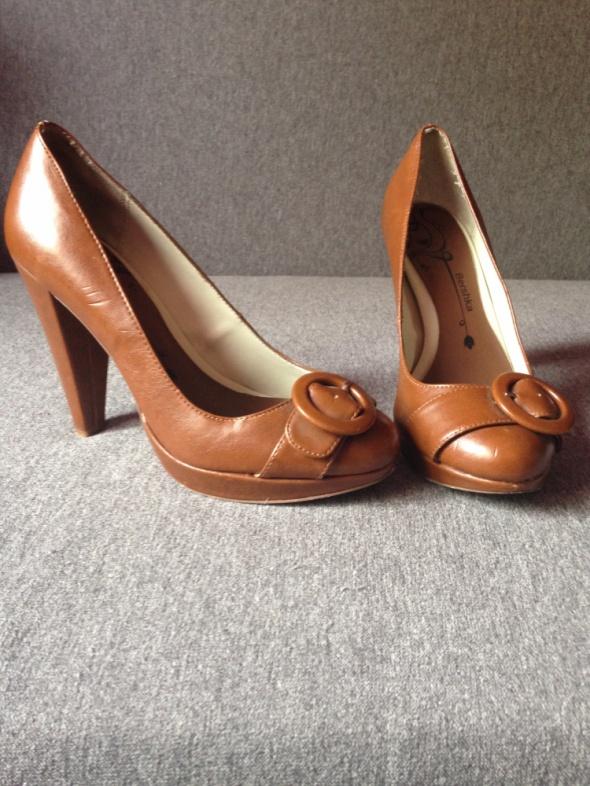 Czółenka Brązowe buty na obcasie Bershka 40