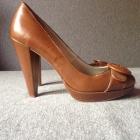 Brązowe buty na obcasie Bershka 40