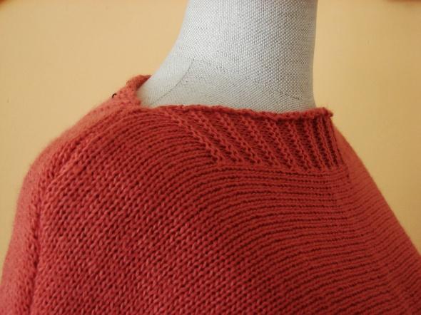 Miejski łososiowy sweter...