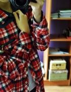 Czerwona koszula w kratę z jeansowymi wstawkami