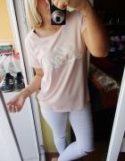 Pudrowa bluzka napis Love róż...