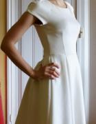 ecru sukienka rozkloszawana rozmiar 34