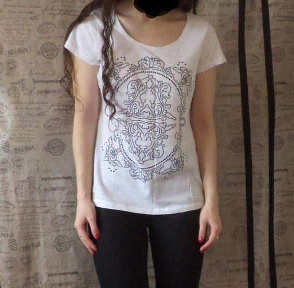 Koszulki Biała koszulka Reserved 36 z nadrukiem aplikacją
