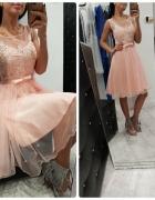 Sukienki eleganckie z tiulowym gorsetem