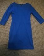 Niebieska dopasowaną sukienka...