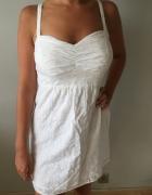 biała sukienka haftowana śliczna