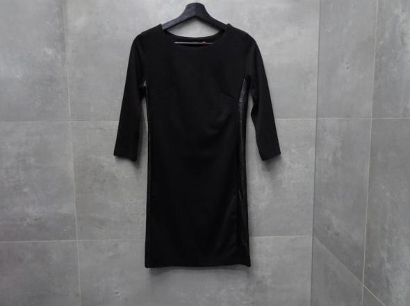 Klasyczna mała czarna sukienka Carry S 36...