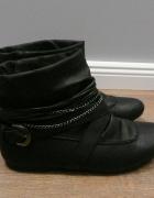 Czarne nowe botki na płaskim z łańcuszkami 38