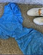 Cudowna koronkowa niebieska sukienka