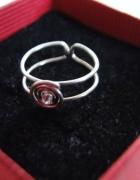 Śliczny pierścionek dla małej księżniczki srebro