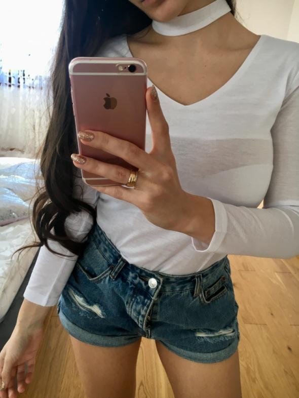 biała bluzka choker z długim rękawkiem