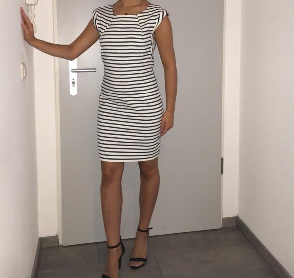 de5ed077f9 Reserved dopasowana sukienka w paski w Suknie i sukienki - Szafa.pl