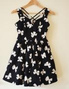 Czarna rozszerzana sukienka z tiulem 36