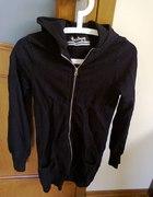 Długa czarna bluza