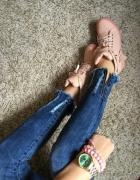 Pudrowe buty sneakersy z kłódką r 39