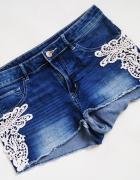 H M dżinsowe krótkie spodenki szorty jeans z koronką...