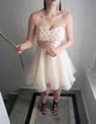 Rozkloszowana warstwowa elegancka sukienka tiul falbana nude