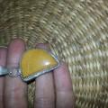 duza srebrna zawieszka z zoltym kamieniem