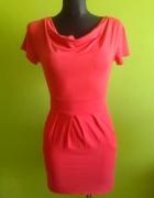 Koralowa sukienka z kieszonkami