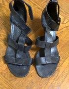 Czarne sandały z paseczkami