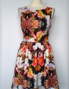 Asymetryczna rozkloszowana sukienka w kwiaty Be Beau