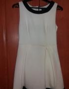 Biała rozkloszowana sukienka