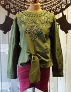Zielona koszula wyszywana koralikami
