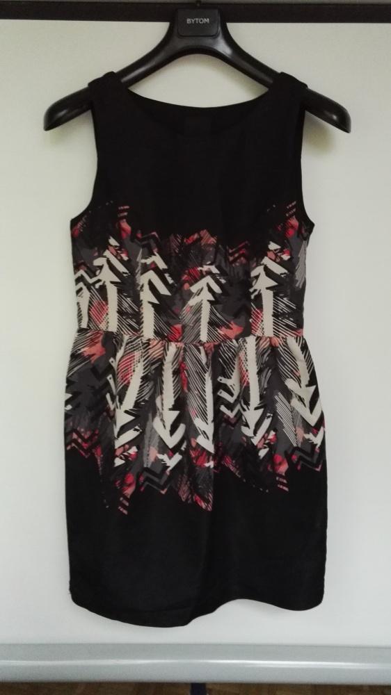Czarna sukienka Ichi w geometryczne wzory...
