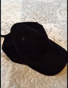 Zamszowa czapka z daszkiem...