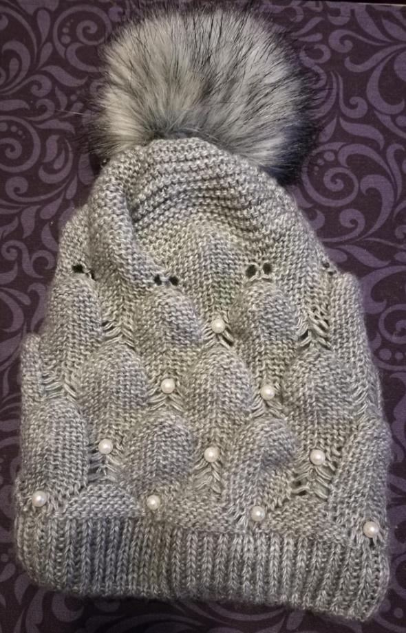 01a2dff48f569 damska czapka zimowa z pomponem szara z perłami w Nakrycia głowy ...