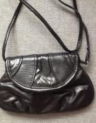 Czarna torebka listonoszka...