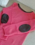 malinowy sweterek