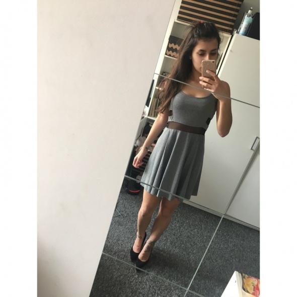 Szara sukienka H&M z wycięciami i wstawkami