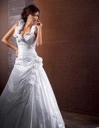 Biała suknia ślubna z welonem i bolerkiem Kareen