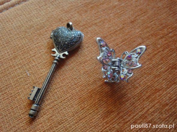 Zawieszka klucz gratis spinka motylek