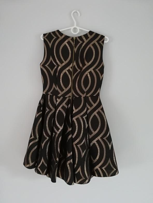 38 Sukienka czarno złota
