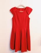 Czerwona klasyczna sukienka zawsze modna M...